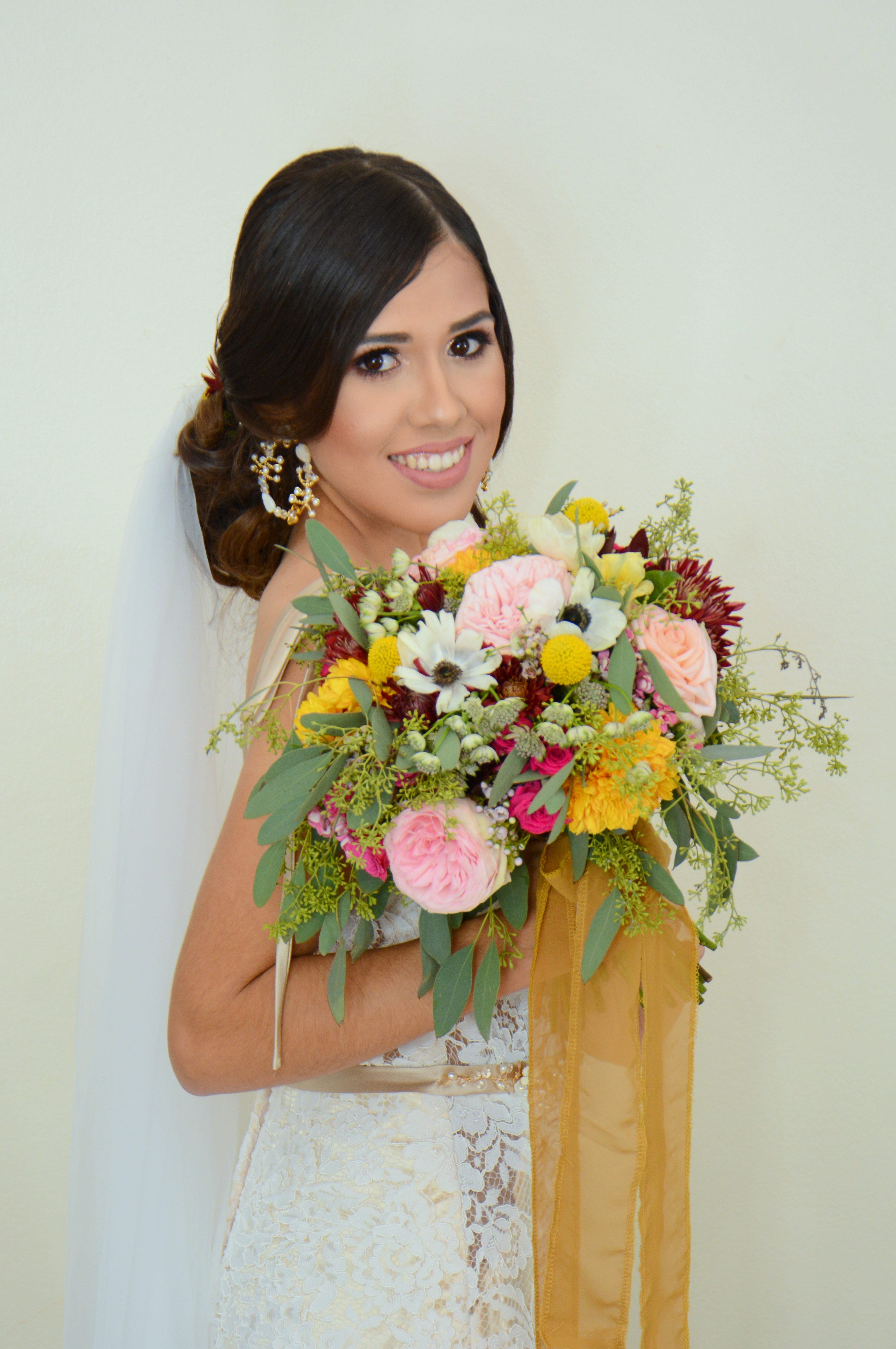 Garden style bouquet in fall colors