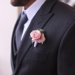 groom's butonierre: pink spray rose