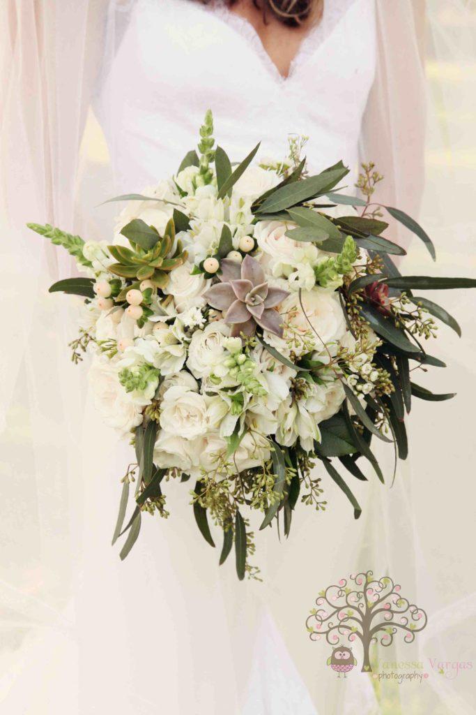 White organic garden style bridal wedding bouquet